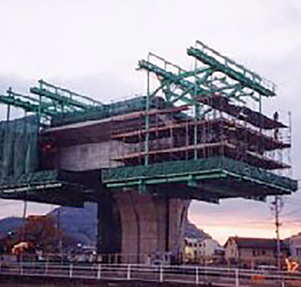 四国横断自動車道檀紙高架橋(PC上部工)工事